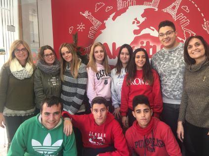 Els alumnes d´activitats comercials participen en el concurs d´aparadors nadalencs d´Alcoi