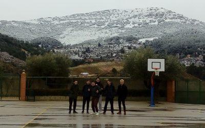 La nieve tiñe de blanco las montañas que rodean los patios de Salesianos Juan XXIII
