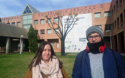 Els estudiants del darrer curs de CFGM Virtu Bernabeu i Raül Ortiz van estar a la seu de la Conselleria d'Educació a València