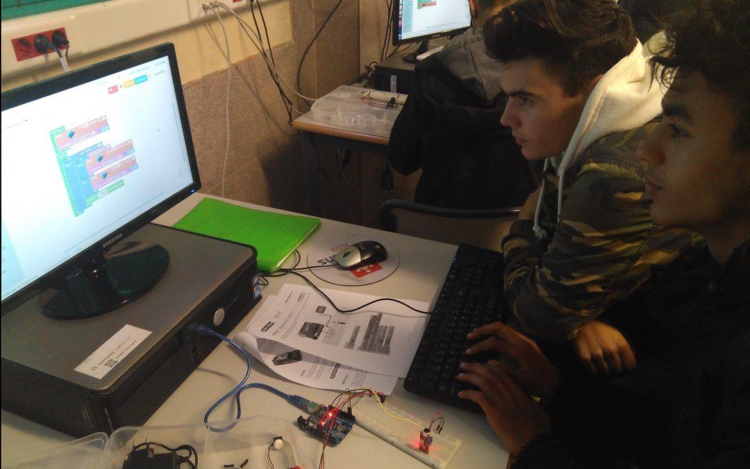 Los alumnos de 1º de FPB de Informática empiezan con la robótica