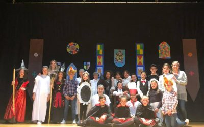 """Los alumnos de 5º de primaria arrasan con su representación de """"Noche en el castillo"""" en la """"Mostra de teatre escolar"""""""