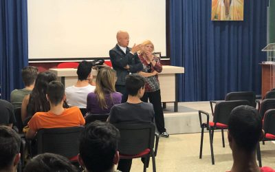 La Asociación de Voluntarios del Hospital Virgen de los Lirios con los alumnos de FP Básica