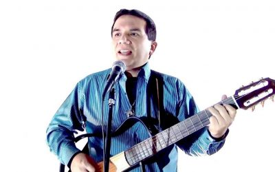 Luis Enrique Ascoy, cantante católico
