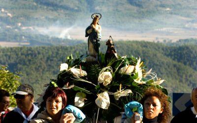 Hoy celebramos la fiesta de la Virgen de los Lirios, patrona de Alcoy