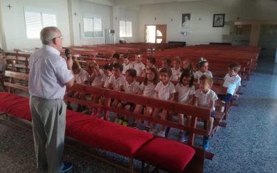 Los/as niños/as de 4 y 5 años de infantil visitan a la Virgen el día 24