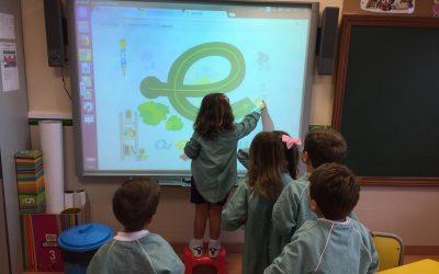 Els alumnes d'infantil celebren la seua primera festa de l'aprenentatge