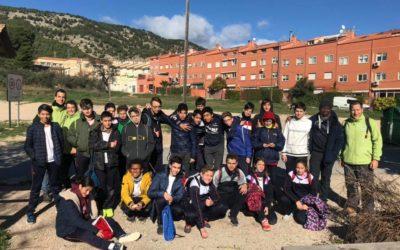 Los alumnos de secundaria participan en un proyecto de reforestación