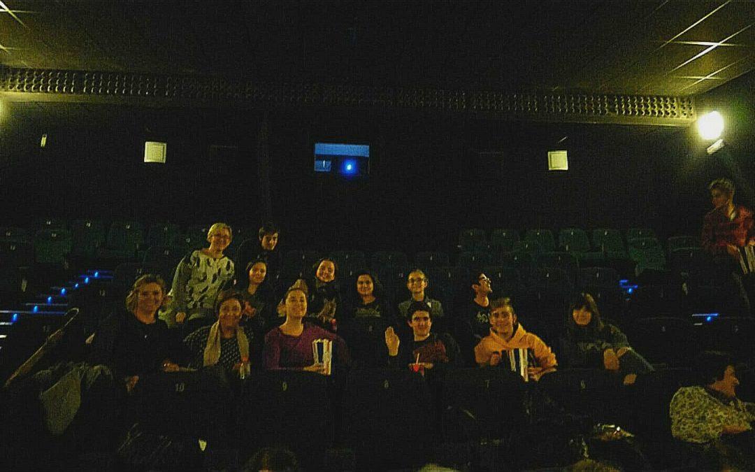 """El grupo de confirmación de la parroquia asiste al estreno de """"El mejor regalo"""""""