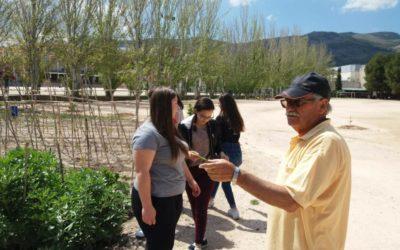 Visita al huerto escolar de los alumnos de FPB Servicios Comerciales