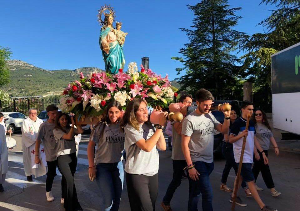 María Auxiliadora a hombros de los jóvenes de Alcoy