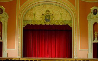 Salesians Sant Vicent Ferrer acull la mostra de teatre d'Alcoi