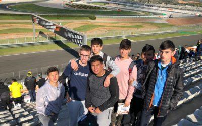 Els alumnes d'electromecànica en els primers test de pretemporada de Moto GP
