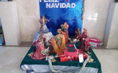 Un colegio adornado para la Navidad