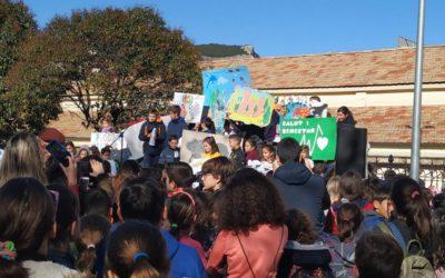 Els alumnes de 4rt de Primària en el Dia Escolar de la No Violència i de la Pau