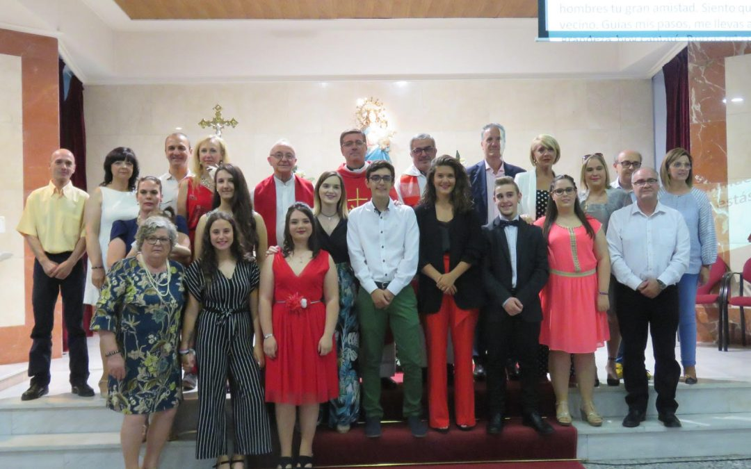 Juan Melchor Seguí, vicario episcopal, confirma a 6 jóvenes en la parroquia